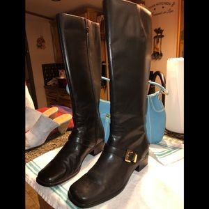 🎀 Leather Riding boots , black , gold buckles. 8
